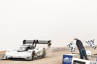 7分57秒148!大众电动赛车刷新派克峰爬山赛纪录